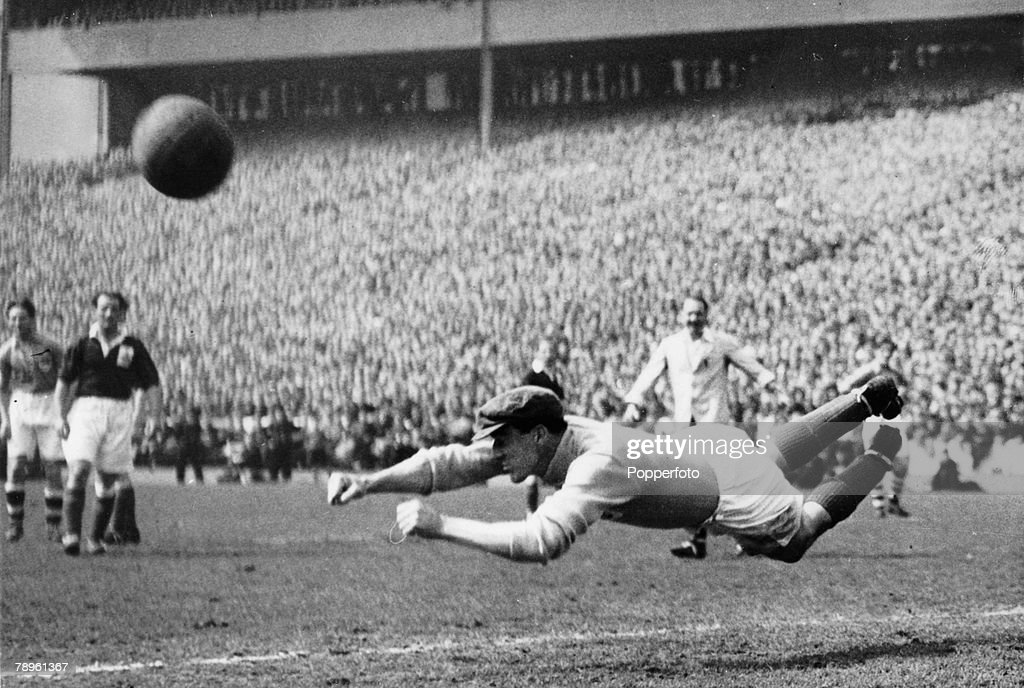 Sport. Football. pic: 10th May 1947. Representative Match at Hampden Park, Glasgow. Great Britain 6 v Rest of Europe 1. Great Britain's goalkeeper Frank Swift dives through the air as he attempts to stop the ball. : News Photo