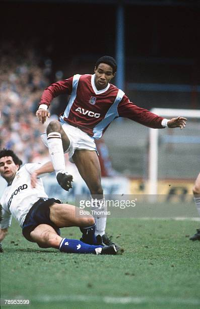 12th February 1989, Littlewoods Cup Semi-Final, 1st Leg, West Ham United 0 v Luton Town 3, West Ham United's Paul Ince beats Luton Town's Roy...