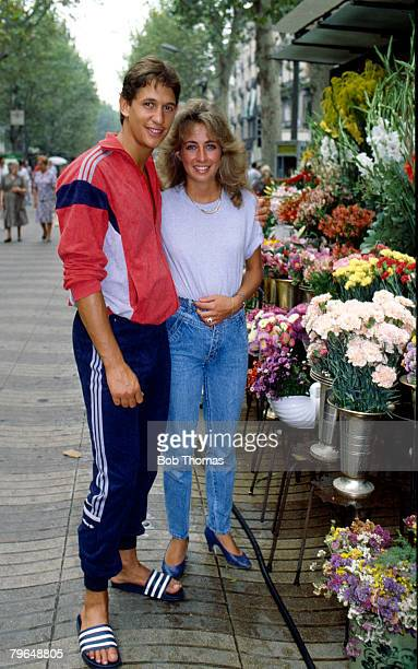 13th March 1992 London Barcelona's new signing Gary Lineker poses with his wife Michelle beside a flower stall in Barcelona Gary Lineker one of...