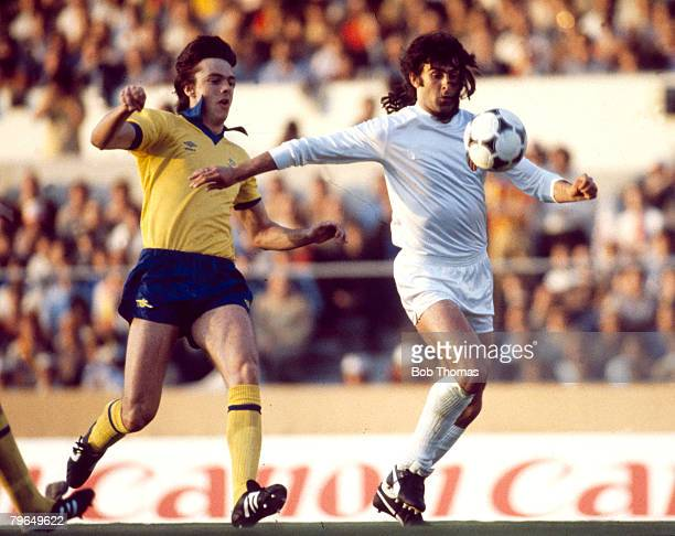 14th May 1980 European Cup Winners Cup Final Brussels Valencia 0 v Arsenal 0 aet Valencia won on penalties Valencia's Mario Kempes challenged by...