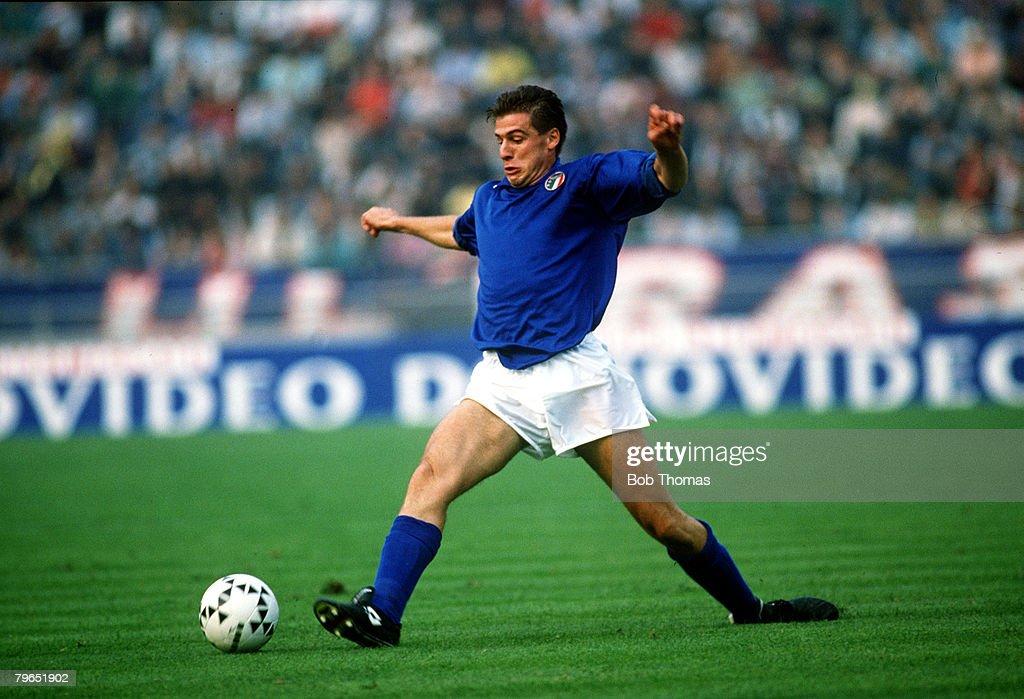 Sport, Football, pic: 14th October 1989, Friendly International in Bologna, Italy 0 v Brazil 1, Nicola Berti, Italy : News Photo