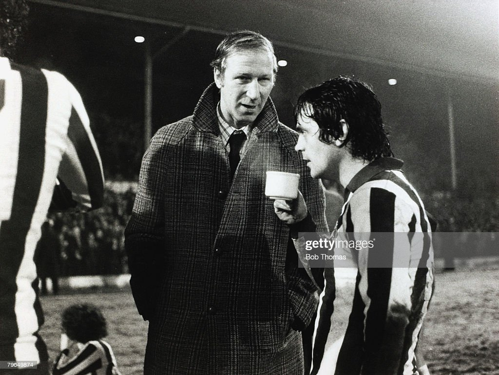 BT Sport, Football, pic: 15th January 1979, F,A,Cup 3rd Round 2nd Replay, Sheffield Wednesday,2, v Arsenal 2, a,e,t, Sheffield Wednesday Manager Jack Charlton talks to striker Dennis Lemmon at the end of normal time : News Photo