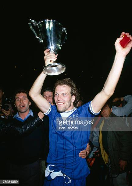 15th May 1985 European Cup Winners Cup Final in Rotterdam Everton 3 v Rapid Vienna 1 Everton striker Andy Gray celebrates with the trophy