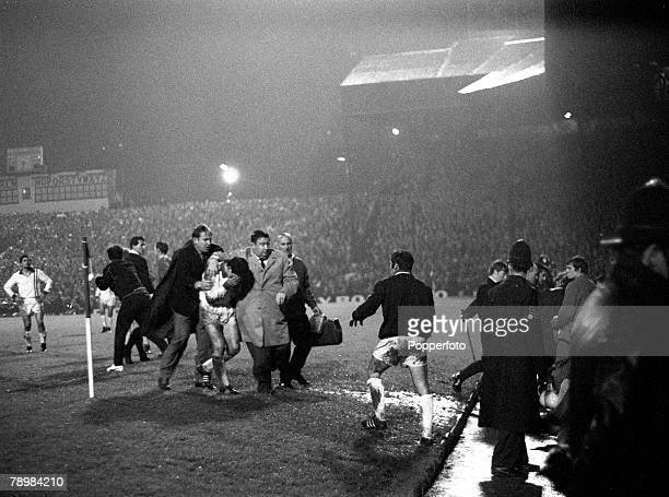 16th October 1968 World Club Championship 2nd Leg at Old Trafford Manchester United 1 v Estudiantes 1 Estudiantes win 21 on aggregate Estudiantes'...
