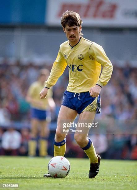 18th April 1987, Division 1, Ian Snodin, Everton midfielder on the ball