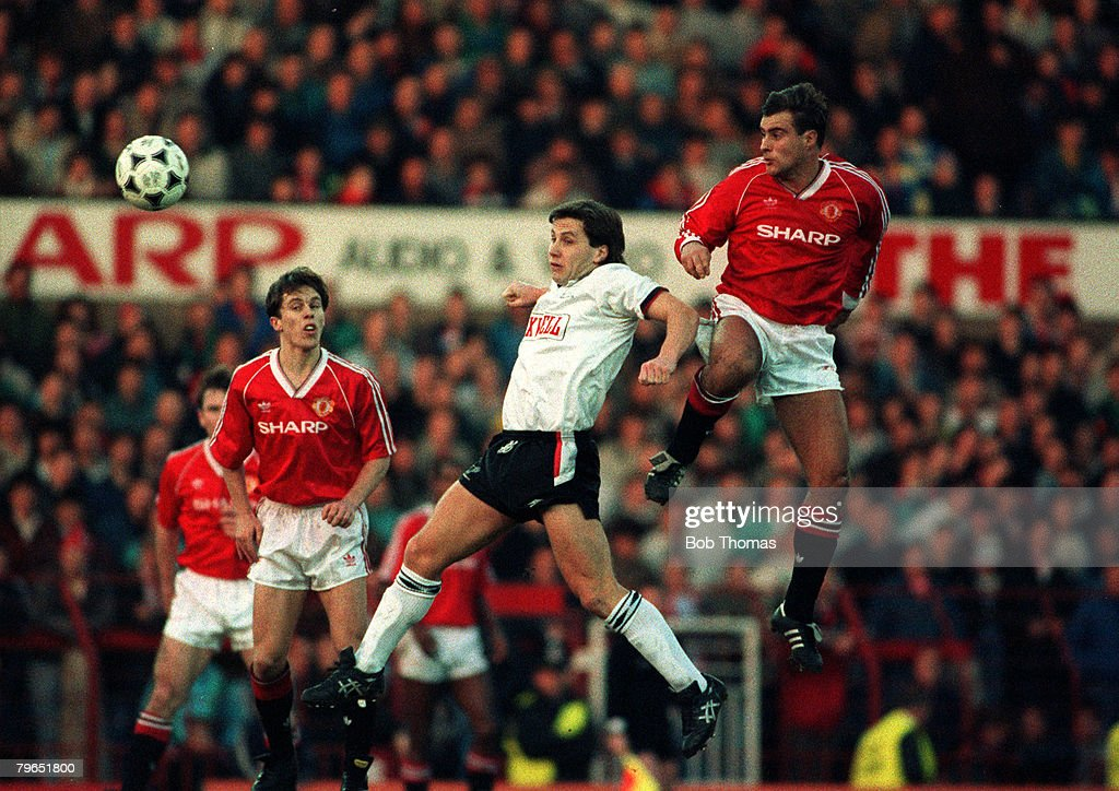 Sport, Football, pic: 18th January 1990, Division 1, Manchester United 1 v Derby County 2, Manchester United's Clayton Blackmore outjumps Derby County's Geraint Williams watched by Russell Beardsmore (left) : News Photo