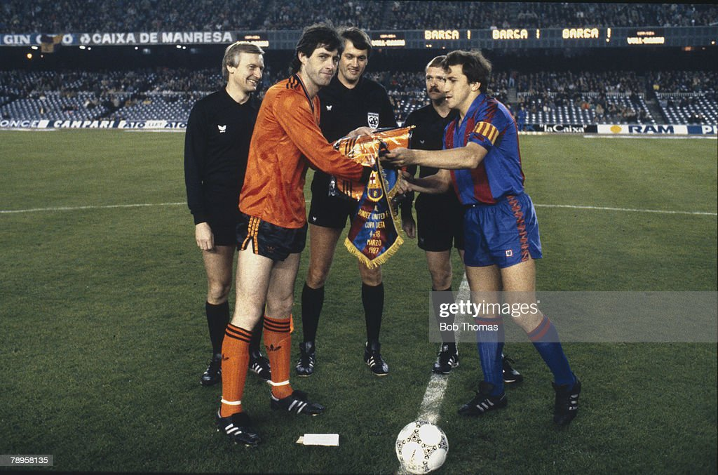 Sport. Football. pic: 18th March 1987. UEFA. Cup Quarter Final. 2nd Leg. Barcelona 1 v Dundee United 2. Dundee United win 3-1 on aggregate. Dundee United captain David Narey exchanges pennants with Barcelona captain Victor. : News Photo
