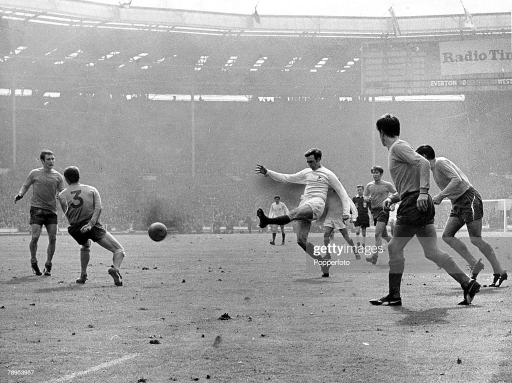 Sport. Football. pic: 18th May 1968. FA.Cup Final at Wembley. West Bromwich Albion 1. v Everton 0. a.e.t. Jeff Astle, (white shirt) fires the ball through the Everton defence in the third minute of extra-time to score the only goal of the game and wins th : News Photo