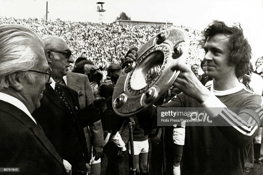Sport Football. pic: 18th May 1974. Moenchengladbach. Bayern Munich's Franz Beckenbauer, right, holds aloft the West German Championship trophy before their game with Borussia Moenchengladbach. West Germany's Franz Beckenbauer is the only one to have won : News Photo