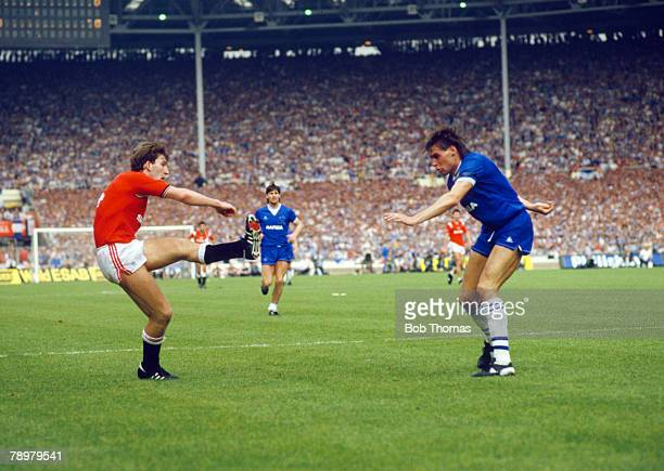 18th May 1985 FA Cup Final at Wembley Everton 0 v Manchester United 1 Manchester United's Norman Whiteside shoots past Everton's Pat Van Den Hauwe to...
