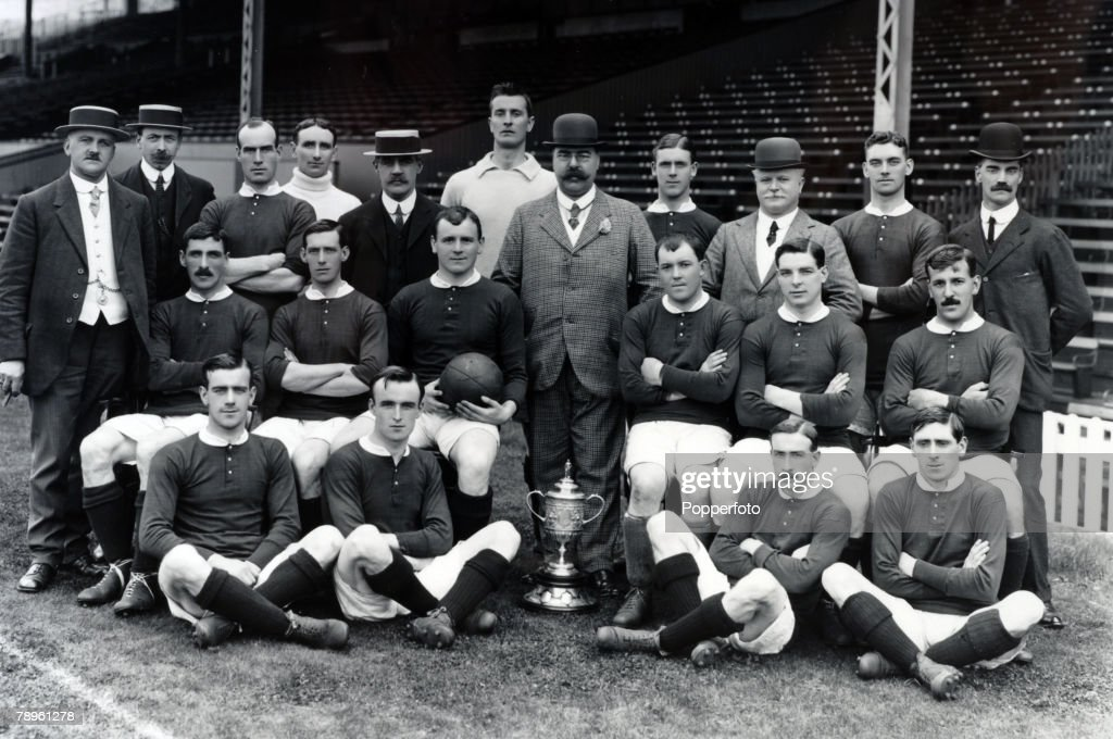 Sport. Football. pic: 1909. Manchester United the English FA. Cup winners 1909. Manchester United squad, Back row l-r, J. Mangnall (Secretary), F.Bacon, Picken, Edmonds, Mr. Murray (Director), Moger, H.Davies (Chairman), T.Homer, Mr. Lawton (Director), A. : News Photo
