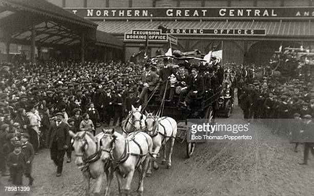 1909 The 1909 FA Cup Final Crystal Palace London Manchester United 1 v Bristol City 0 Manchester United captain Charlie Roberts holds the trophy as...