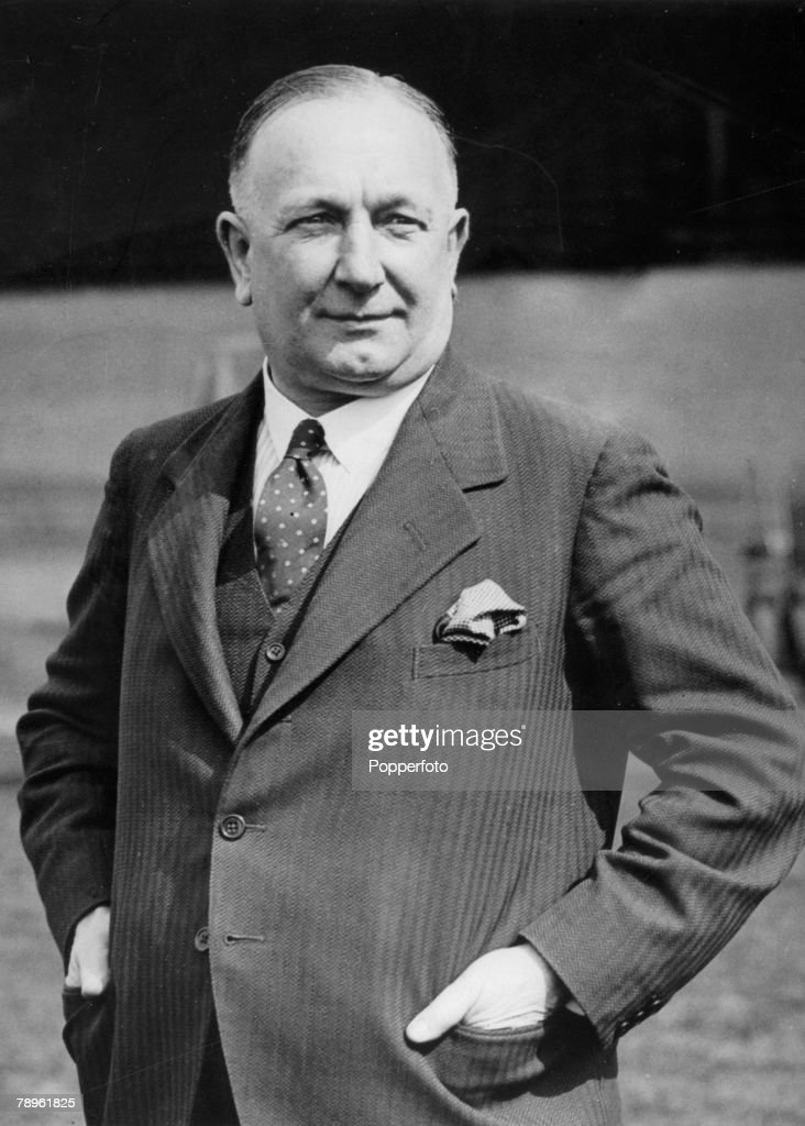 Sport. Football. pic: 1931. Arsenal Manager Herbert Chapman. Herbert Chapman made Arsenal the top side in England in the 1930's, having both League Championship and FA. Cup success. : ニュース写真
