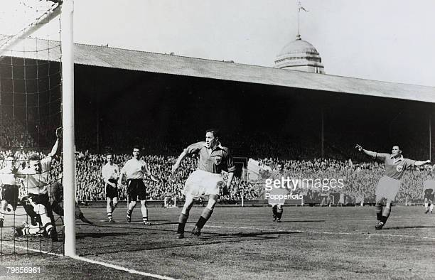 1953 1953 FACup Final at Wembley Blackpool 4 v Bolton Wanderers 3 Blackpool's outside left Bill Perry scores the winning goal as teammate Stan...
