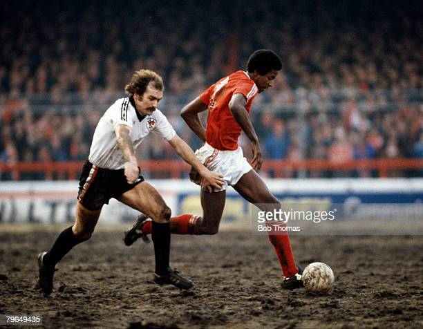 Division 1, Nottingham Forest v Bristol City, Nottingham Forest's Viv Anderson, right, challenged by Bristol City's Terry Cooper