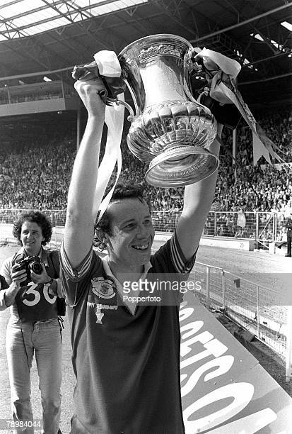 1979 1979 FA Cup Final at Wembley Arsenal 3 v Manchester United 2 Arsenal's Liam Brady raises the FA Cup on the lap of honour