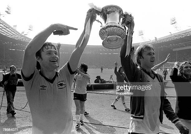 1979 1979 FA Cup Final at Wembley Arsenal 3v Manchester United 2 Arsenal captain Pat Rice left and David Price parade the FA Cup on the lap of honour