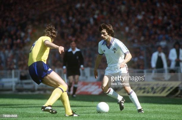 Cup Final at Wembley, West Ham United 1, v Arsenal 0, West Ham United's Alan Devonshire opposed by Arsenal defender David O'Leary