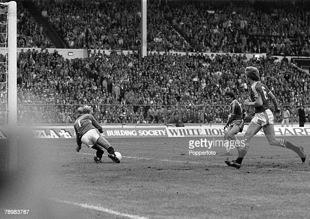 1983 1983 FA Cup Final at Wembley Manchester United 2 v Brighton Hove Albion 2 aet Brighton's Gordon Smith shoots from close range but fails to beat...