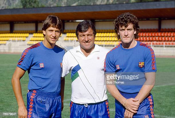 1986 Barcelona Training in Andorra Barcelona Coach Terry Venables with his new British signings Gary Lineker left and Mark Hughes