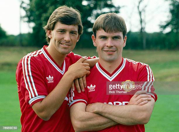 1987 Manchester United captain Bryan Robson pictured with the club's new signing Brian McClair