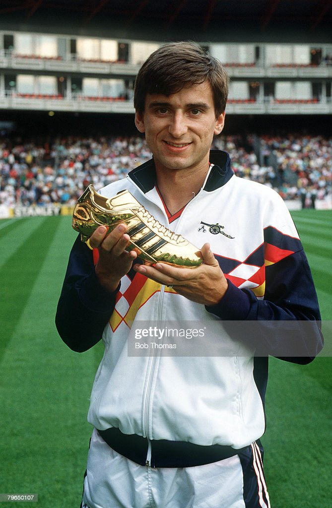 BT Sport, Football, pic: 1989, Arsenal's Alan Smith with his Golden Boot award, twice a winner in 1989 and 1991 : News Photo