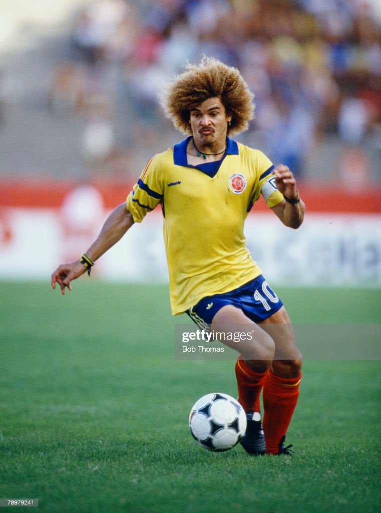 Sport. Football. pic: 1989. The Copa America. Peru 1 v Colombia 1. Carlos Valderrama, Colombia, who was one of the great players winning 111 international caps for Colombia. : Photo d'actualité