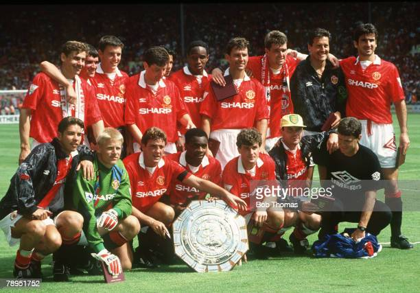 1993 FACharity Shield at Wembley Manchester United beat Arsenal on penalties Manchester United Back row left right Andrei Kanchelskis Roy Keane Lee...