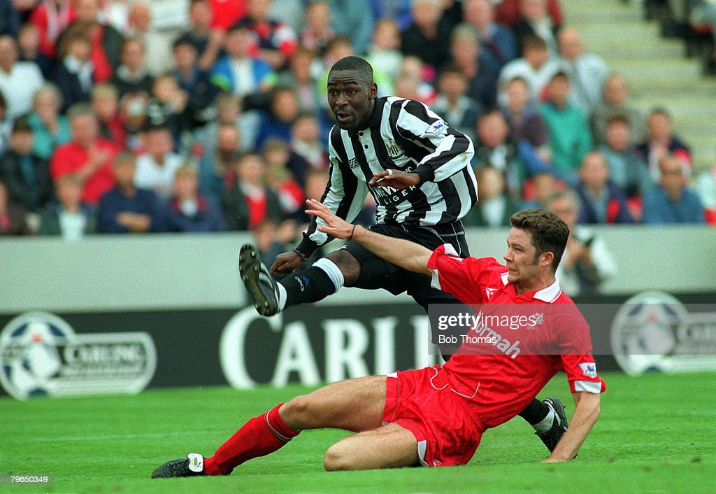 Sport, Football, pic: 1993, Newcastle United striker Andy Cole shoots past Swindon Town : News Photo