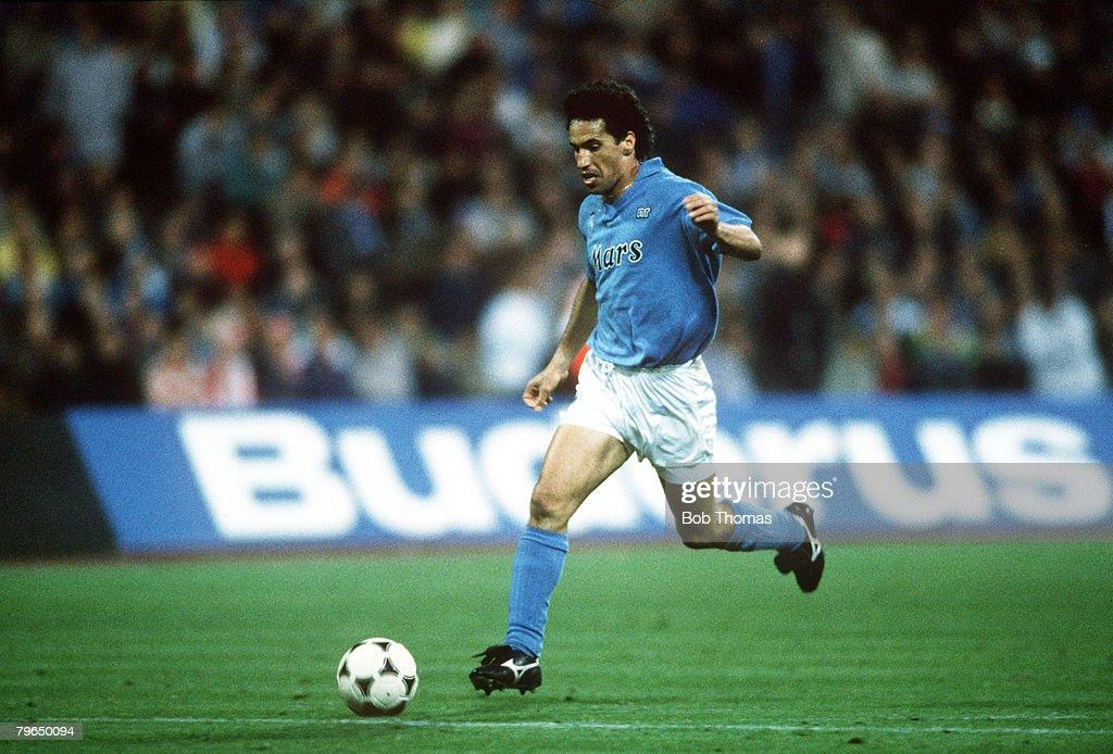 Sport, Football, pic: 19th April 1989, UEFA,Cup Semi-Final 2nd Leg, Bayern Munich,2,v Napoli,2 : News Photo