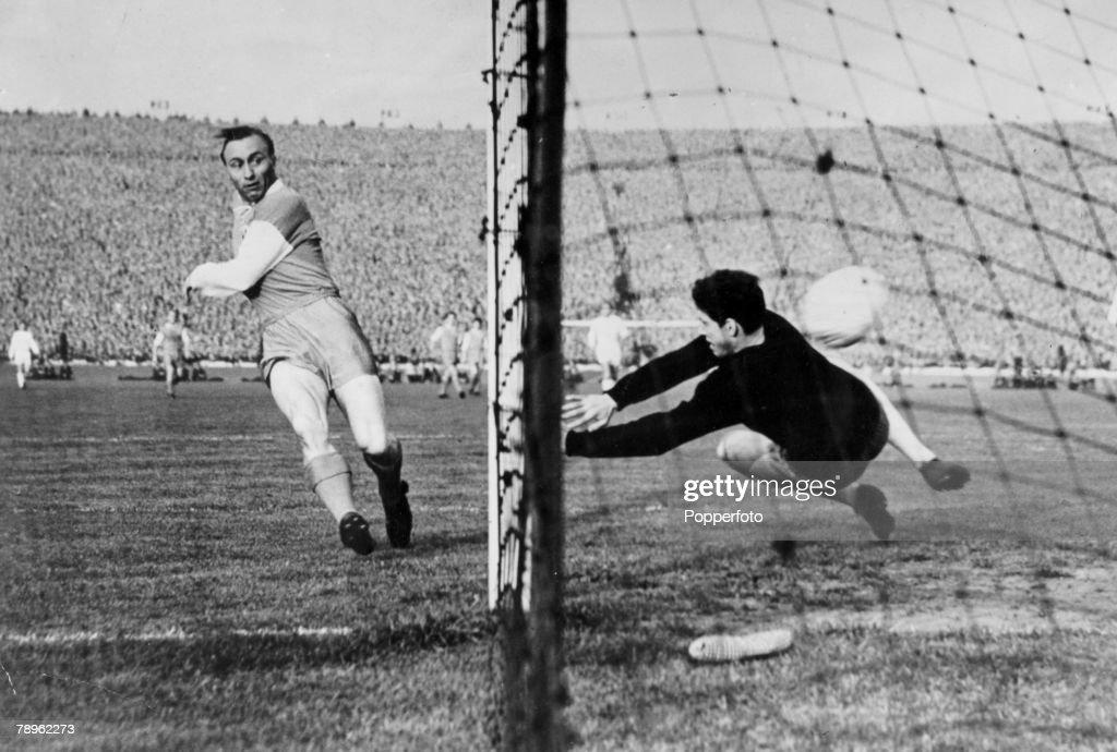 Sport. Football. pic: 19th May 1960. European Cup Final. Real Madrid 7 v Eintracht Frankfurt 3. Eintracht's Richard Kress scores the first goal in the match at Hampden Park, Glasgow. : News Photo