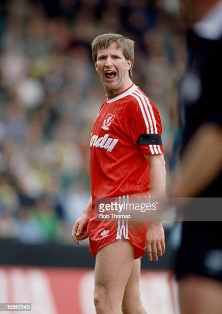 1st April 1989 Division 1 Ronnie Whelan Liverpool 19791995 Ronnie Whelan also won 53 Republic of Ireland international caps between 19811995