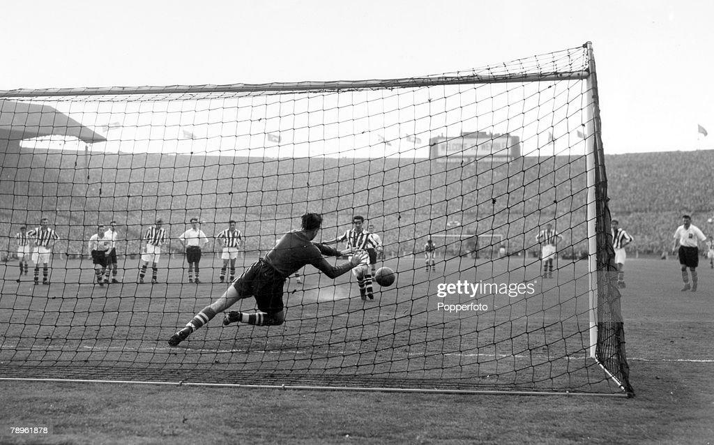 F.A.CUP FINALISTS PRESTON NORTH END TEAM PRINT 1954