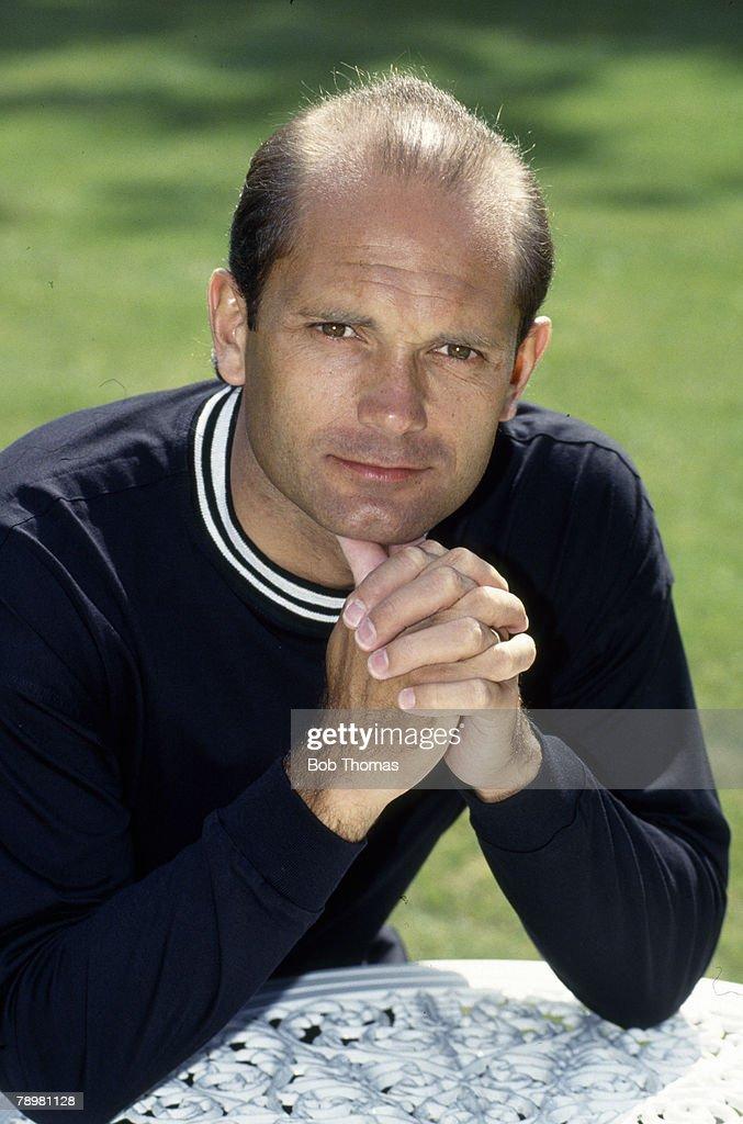 Sport. Football. pic: 1st November 1992. Premier League. Aston Villa 2 v Queens Park Rangers 0. Ray Wilkins, Queens Park Rangers, Ray Wilkins won 84 England international caps between 1976-1986. : News Photo