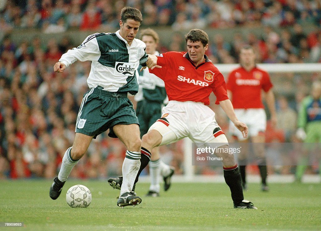 BT Sport. Football. pic: 1st October 1995. FA.Carling Premiership. Manchester United 2 v Liverpol 2. Liverpool's Jamie Redknapp, left, in a battle for the ball with Manchester United's Roy Keane. : News Photo