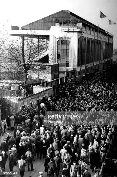 20th November 1948 Arsenal FC Some of the thousands of disappointed supporters turned away from the packed Highbury Stadium where Arsenal were...