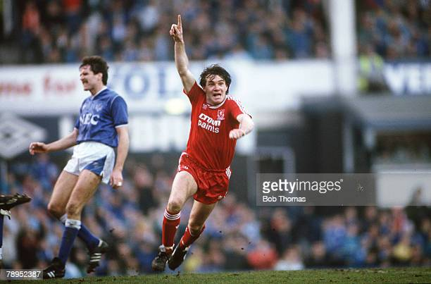 21st February 1988, FA, Cup 5th Round, Everton 0 v Liverpool 1, Ray Houghton celebrates after scoring Liverpool's winning goal