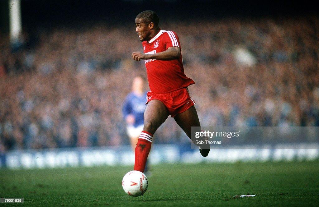 Sport, Football, pic: 21st February 1988, FA Cup 5th Round, Everton 0 v Liverpool 1, John Barnes, Liverpool : News Photo