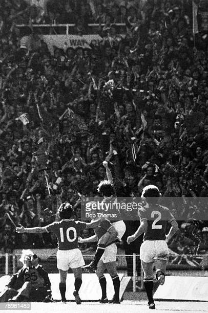 21st May 1977 FA Cup Final at Wembley Manchester United 2 v Liverpool 1 Manchester United's Stuart Pearson 2nd left has scored the 1st goal as Lou...