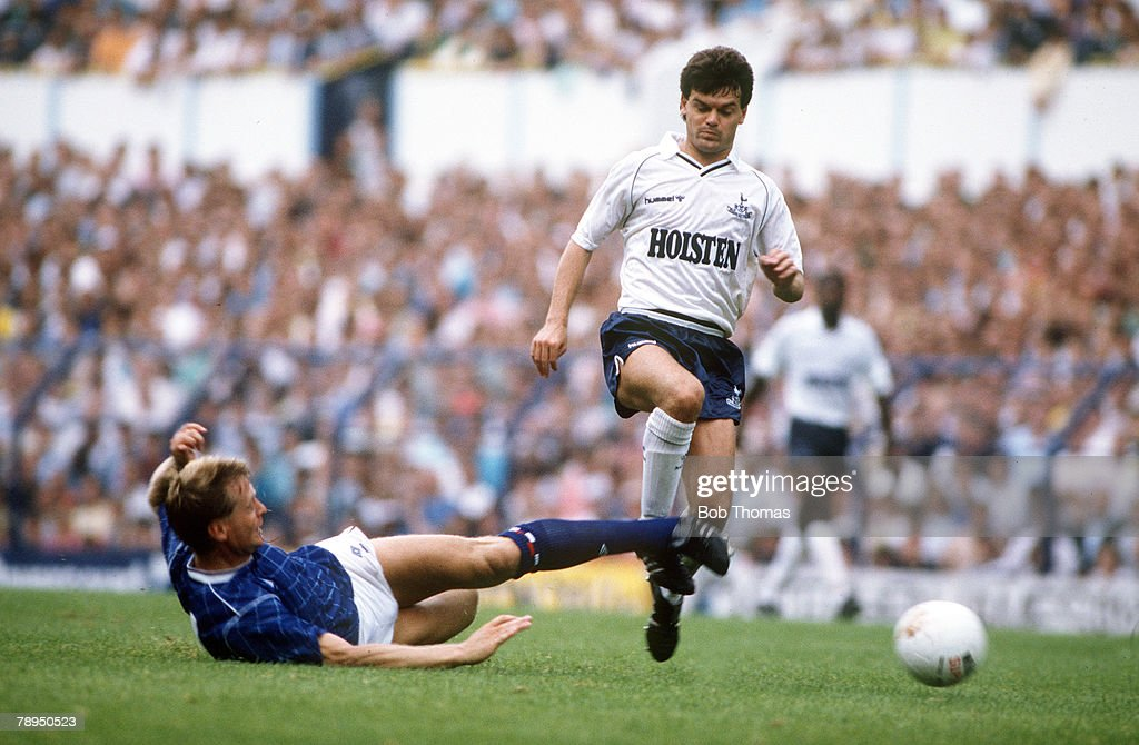 Sport. Football. pic: 22nd August 1987. Division 1. Tottenham Hotspur 1. v Chelsea 0. Tottenham Hotspur's Steve Hodge stopped by an outstretched leg challenge from Chelsea defender Steve Wicks. : News Photo