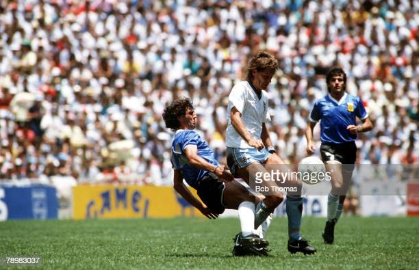 22nd June 1986 World Cup Qaurter Final Mexico England vs Argentina Englands Glenn Hoddle shields the ball from Argentina's Ricardo Giusti