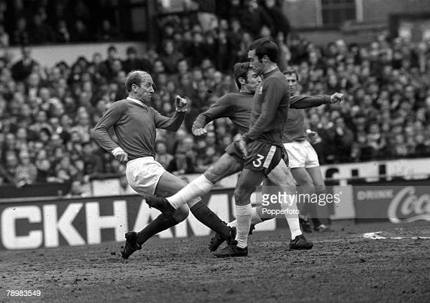 22nd March 1970 Division 1 Chelseav Manchester United at Stamford Bridge Manchester United's Bobby Charlton shoots past Chelsea defenders John...