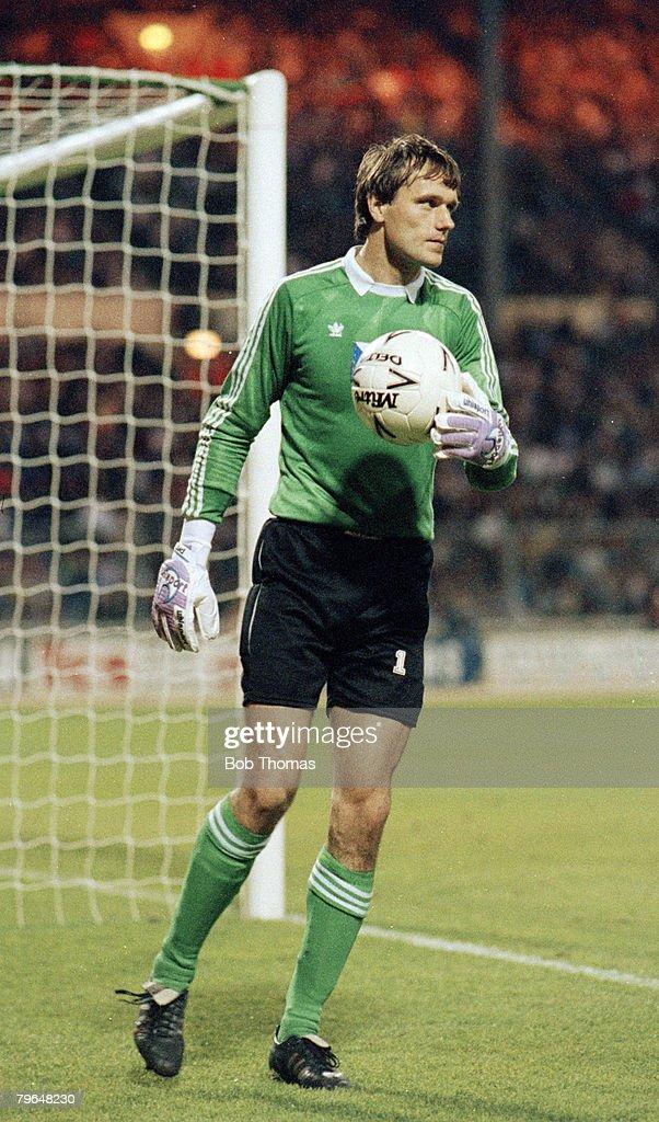 BT Sport, Football, pic: 25th April 1990, Friendly International at Wembley, England 4 v Czechoslovakia 2, Ludek Miklosko, the Czechoslovakia international goalkeeper : News Photo