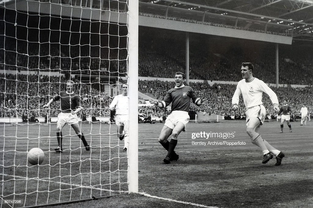 Sport Football. pic: 25th May 1963. FA. Cup Final at Wembley. Manchester United 3 v Leicester City 1. Manchester United's David Herd, 3rd right, scores United's 2nd goal, as Leicester City's Ian King, right can only watch. : News Photo