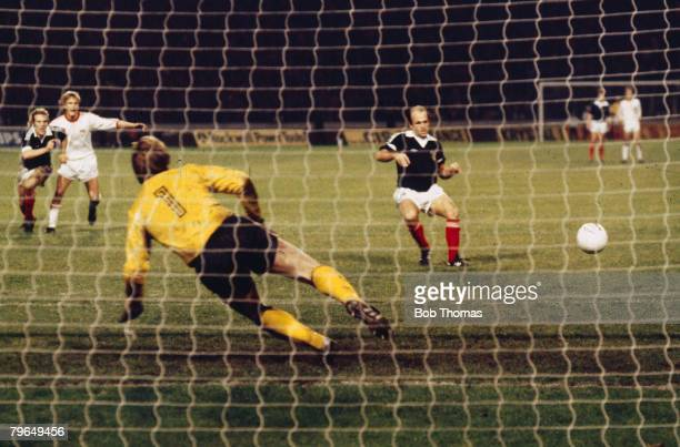 25th October 1978 European Championship Qualifier Scotland 3 v Norway 2 Scotland's Archie Gemmill scores the winning goal from the penalty spot