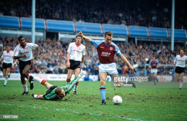 26th December 1989 Division 1 Aston Villa 2 v Manchester United 0 Aston Villa midfielder David Platt goes round United goalkeeper Jim Leighton to...