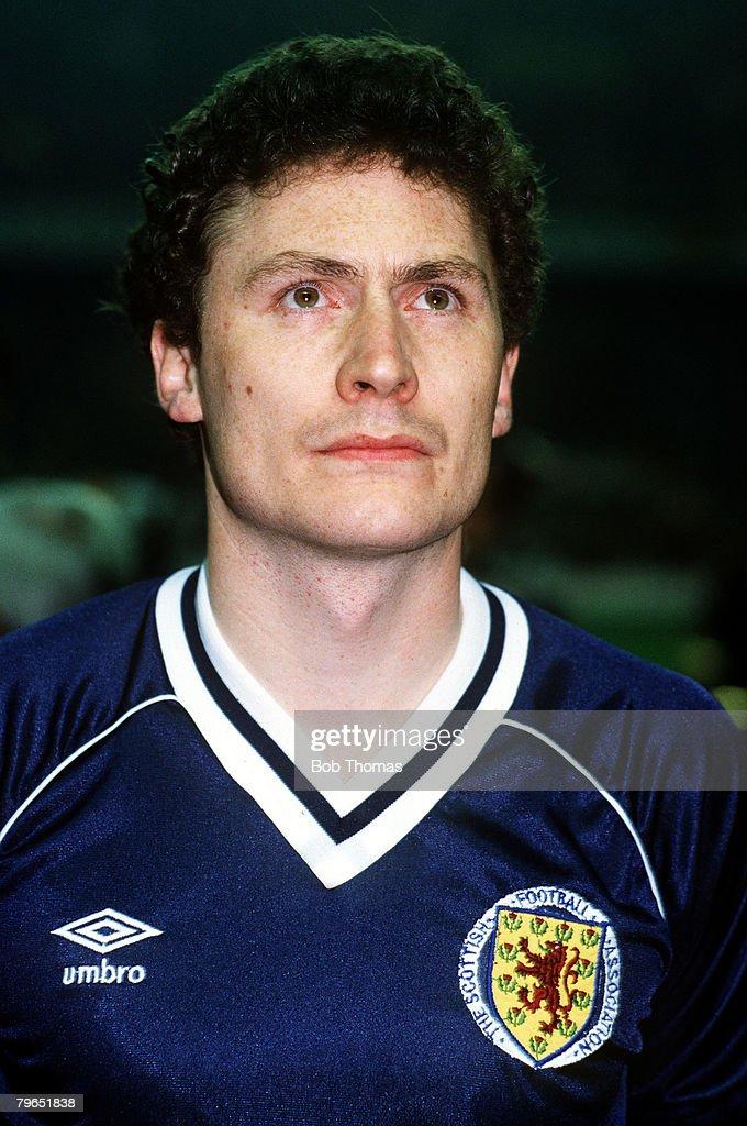 Sport, Football, pic: 27th February 1985, World Cup Qualifier, Seville, Spain 1 v Scotland 0, Jim Bett, Scotland, portrait : News Photo