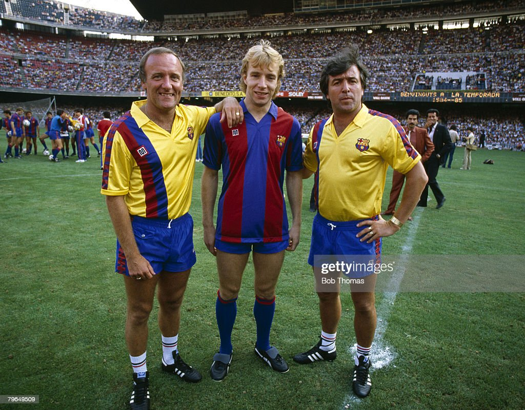 BT Sport, Football, pic: 27th July 1984, Nou Camp Stadium, Barcelona, Barcelona Coach Terry Venables, right, with his assistant Allan Harris, and new signing Steve Archibald, centre : News Photo