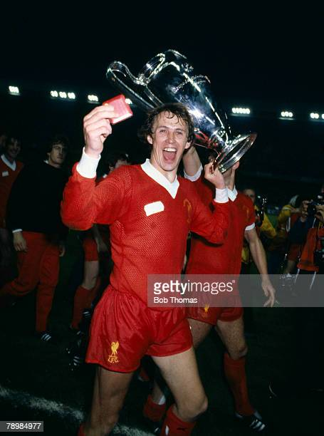 27th May 1981 European Cup Final in Paris Liverpool 1 v Real Madrid 0 Liverpool defender Phil Neal celebrates during the lap of honour Phil Neal won...