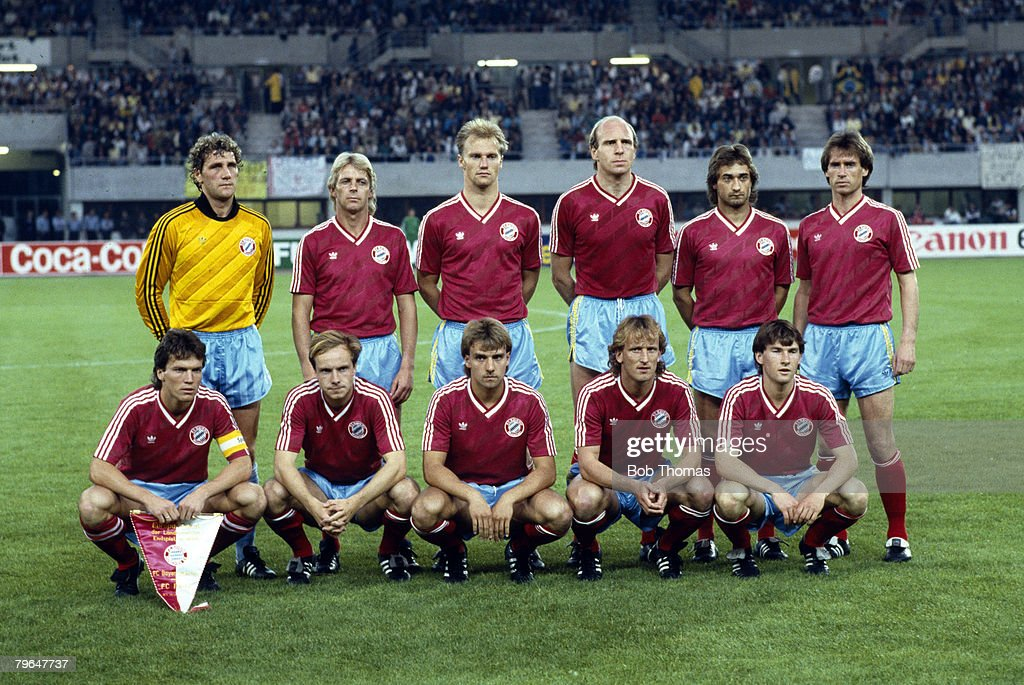BT Sport, Football, pic: 27th May 1987, European Cup Final in Vienna, Porto 2 v Bayern Munich 1, Bayern Munich team group, captained by Lothar Matthaus, (front with pennant) : News Photo